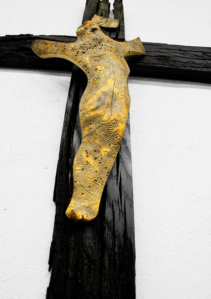 Kříž černý + zlatý Ježíš